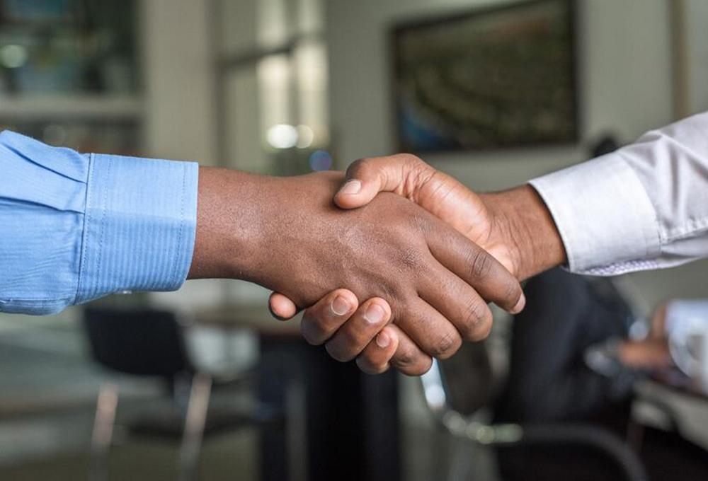 testimonial-land-lease-handshake